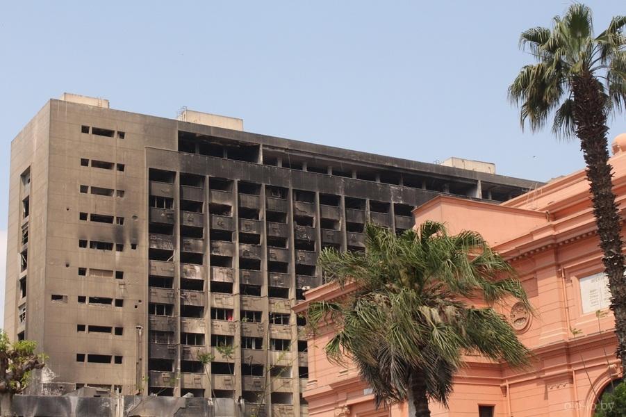 Сгоревшее здание соратников Мубарака