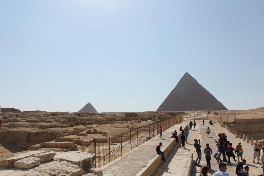 торговцы у пирамид в Гизе