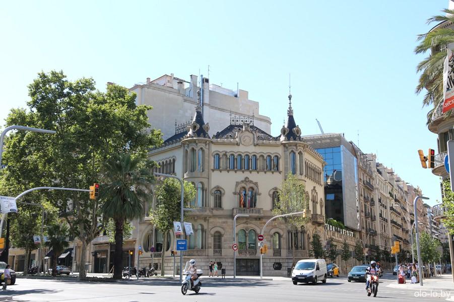 здания на проспекте