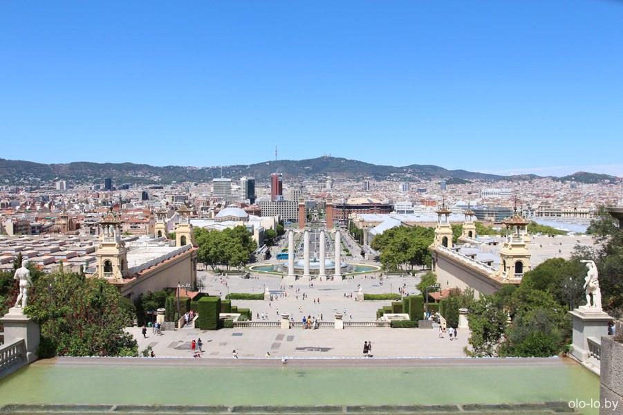 вид на площадь Испании с горы Монжуик