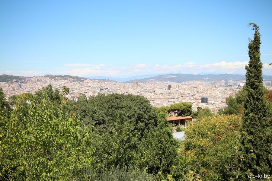 вид с Монжуика на Барселону