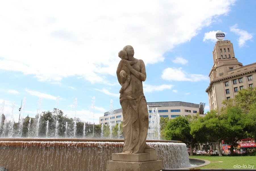Площадь Каталонии, памятник