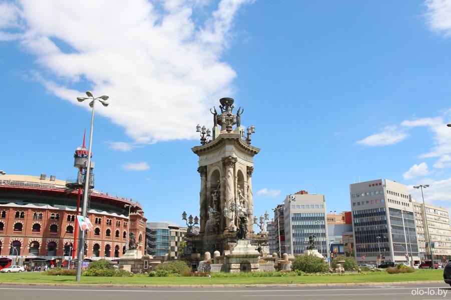 фонтан и коррида на площади Испании