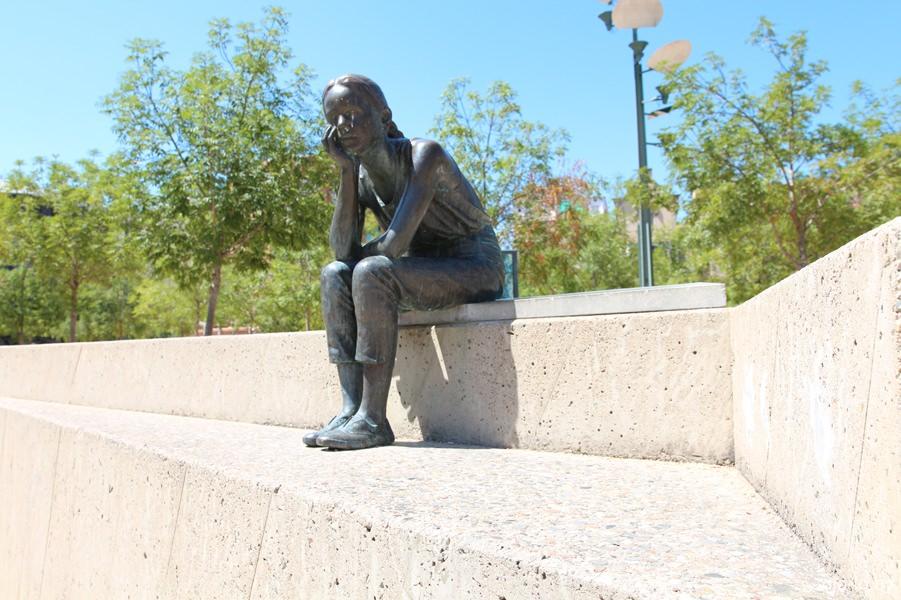 девочка на площади Конституции