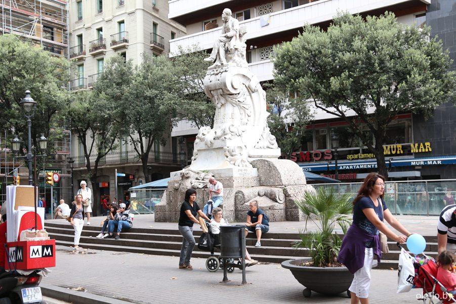 памятник Федерико Соберу