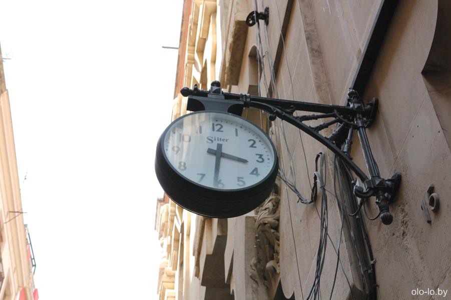 часы в готическом квартале