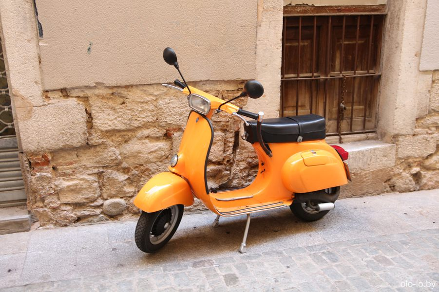 мотоцикл в квартале Эль-Каль