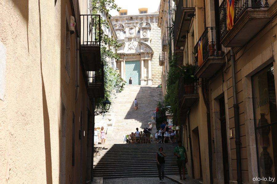 лестница в еврейском квартале в Жироне