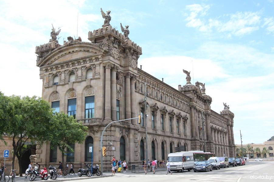 здание портовой таможни в Барселоне