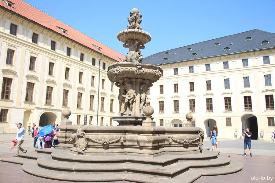 Фонтан Леопольдов, Пражский град
