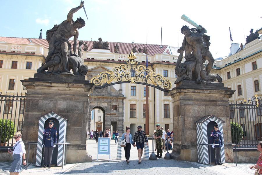 Ворота Гигантов, Пражский град