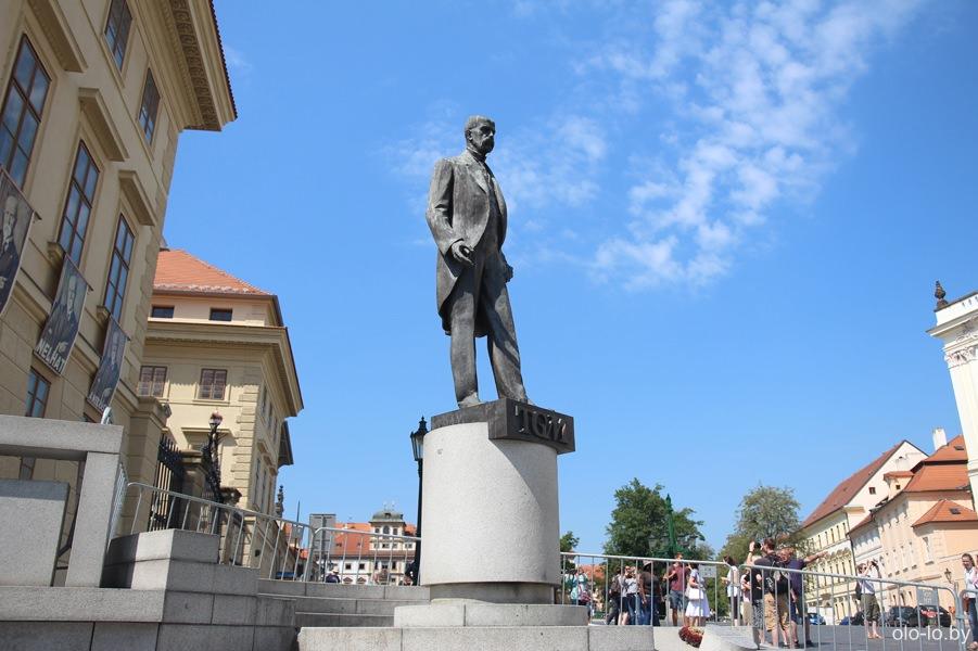 Памятник Томашу Масарику, Пражский град