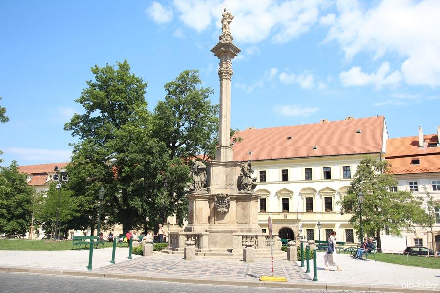 Марианская колонна, Пражский град
