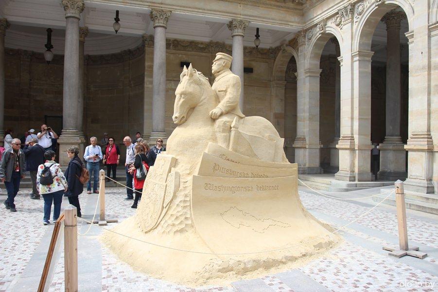 Песчаный памятник в Карловых Варах