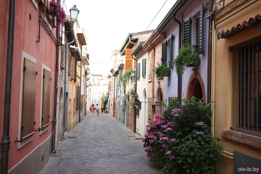 улица Мареккья, Римини
