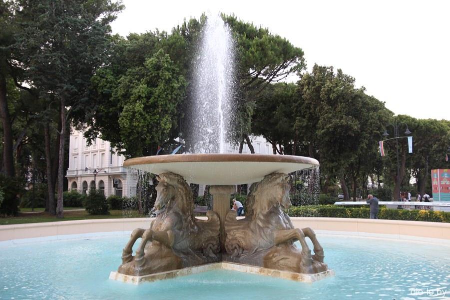 фонтан 4-х коней, Римини