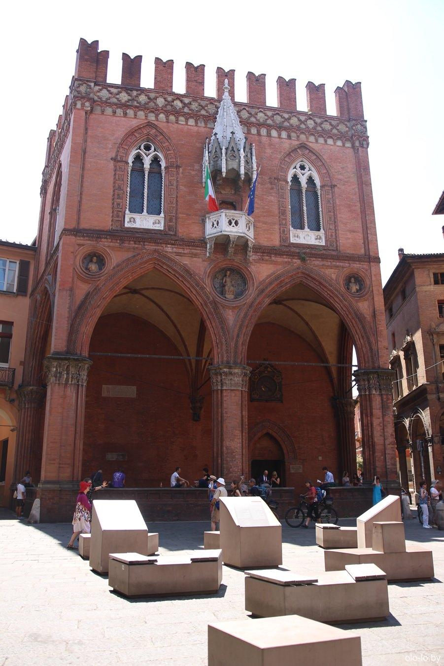 Торговый дворец, Болонья