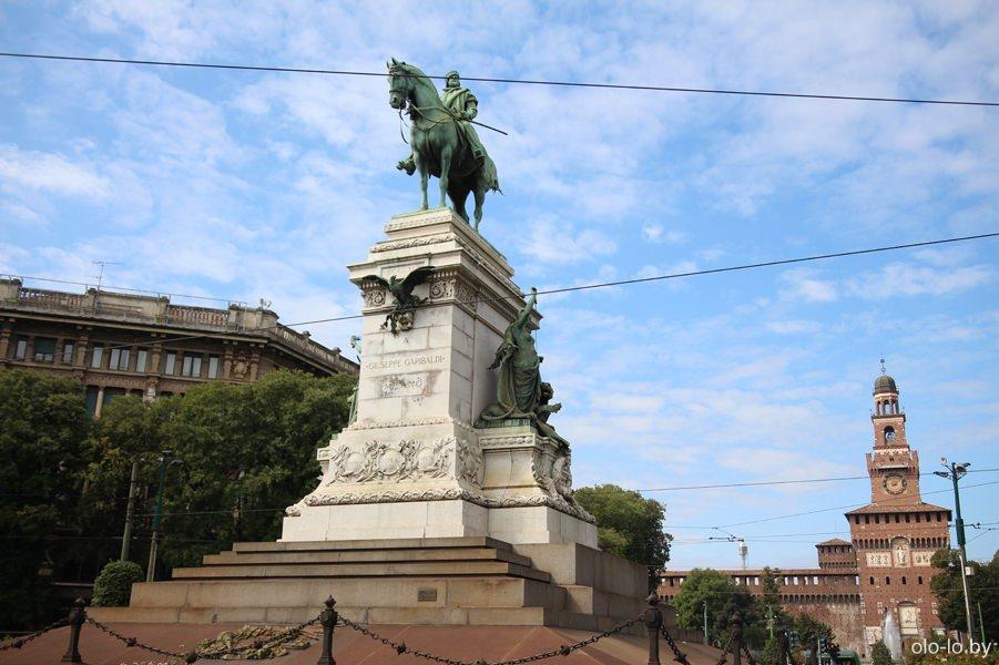 памятник Гарибальди, Милан