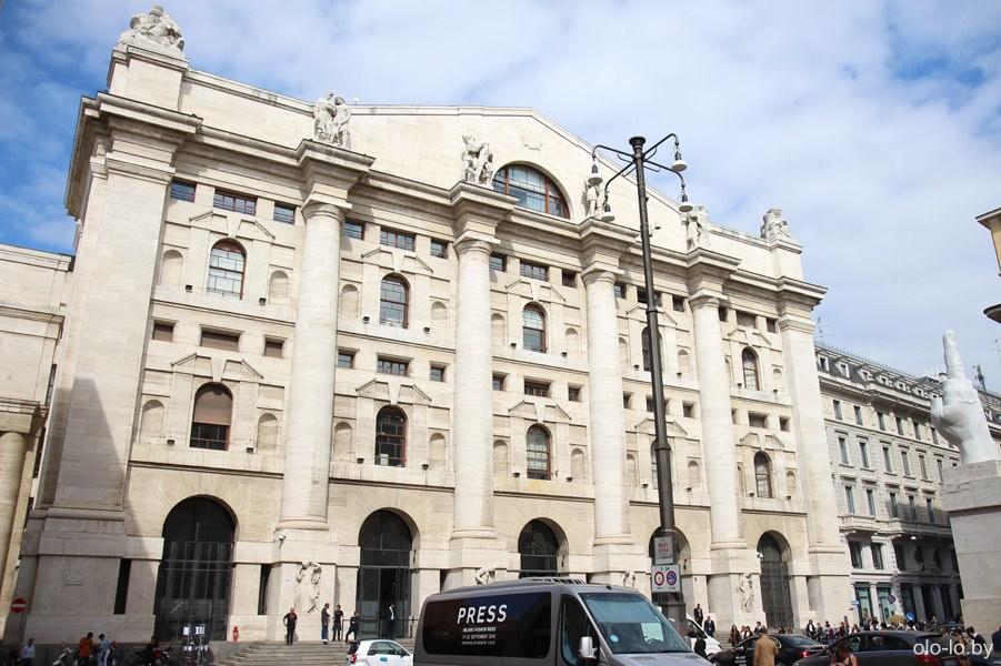 Дворец Медзанотте, Милан