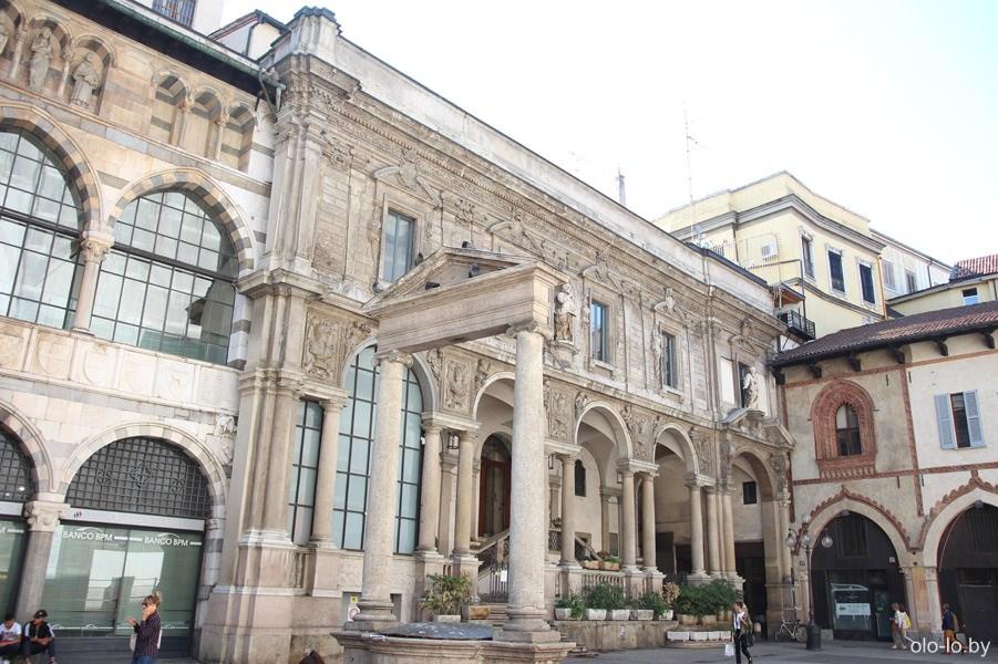 площадь Мерканти, Милан