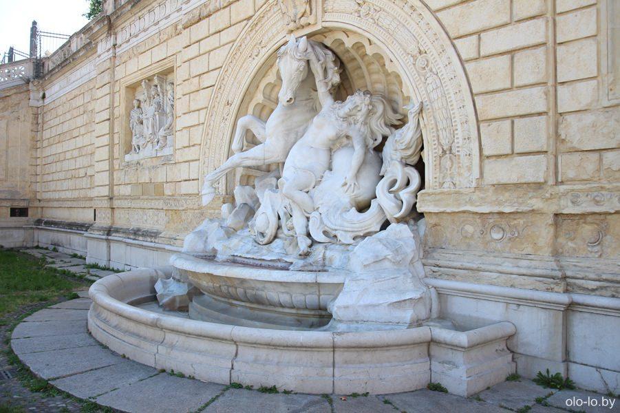 фонтан в парке Монтанола