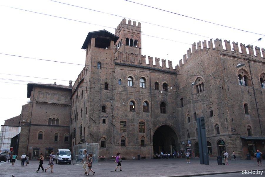 дворец короля Энцо, Болонья