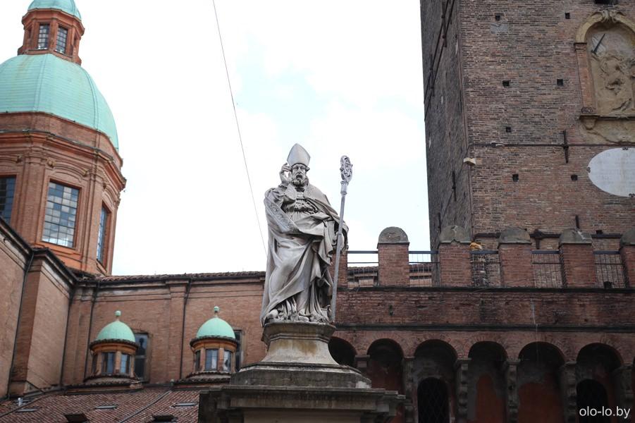 памятник Святому Петронию, Болонья