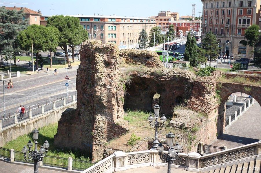 руины замка, Болонья
