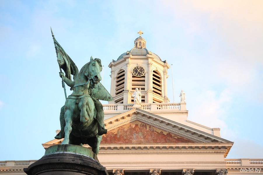 церковь Сен-Жак сюр Куденберг и памятник Готфриду Булонскому